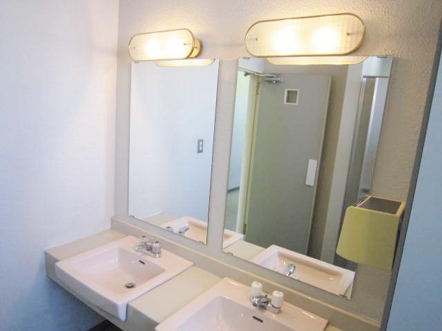 共用部各階男女別トイレ(女子トイレ洗面台)