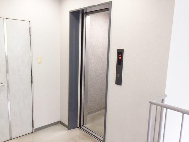 3階共用エレベーターホール