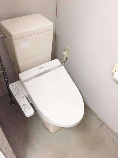 3階共用男女トイレ