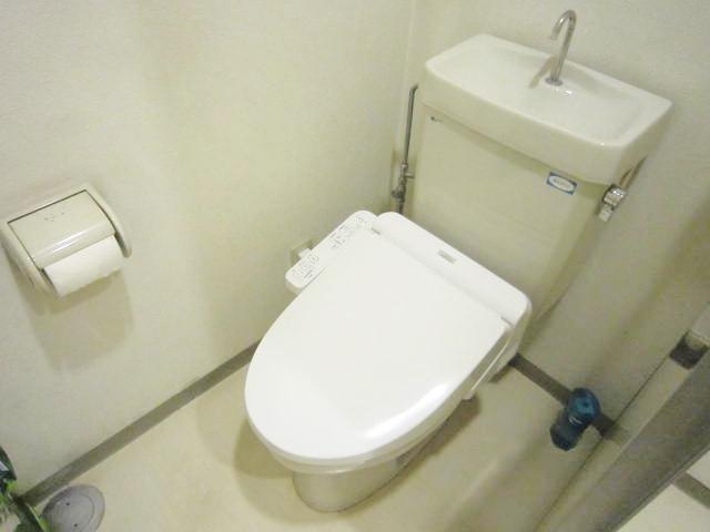 各階男女別共用トイレ