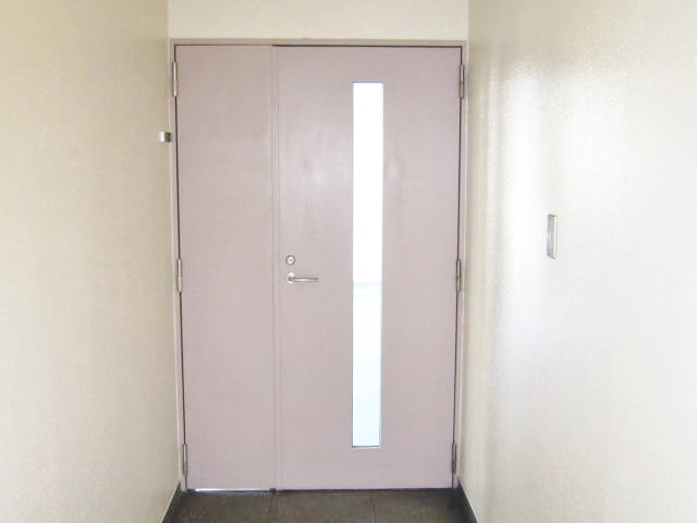 303号室 出入口前